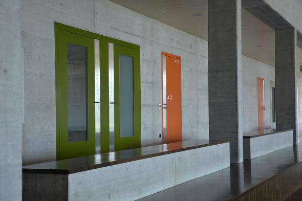 Galerie: Sicht von der Tribüne zu den Garderoben und Nebentreppenhäusern © Bandel Lothar, Montlingen