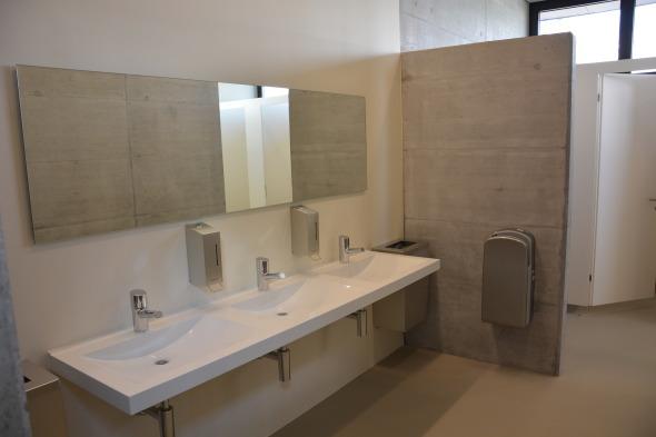 WC Damen: Sichtbeton und PU und Sand © Bandel Lothar, Montlingen