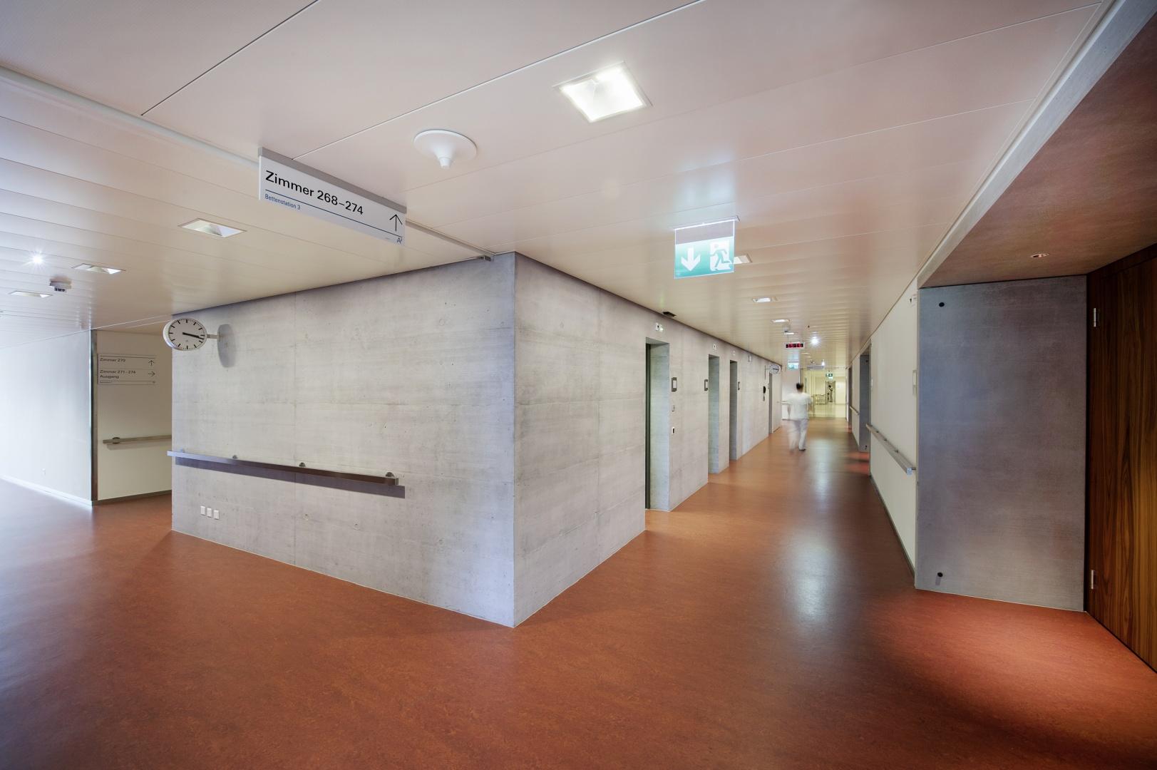 Bettenhaus Korridor © Schulthess Klinik
