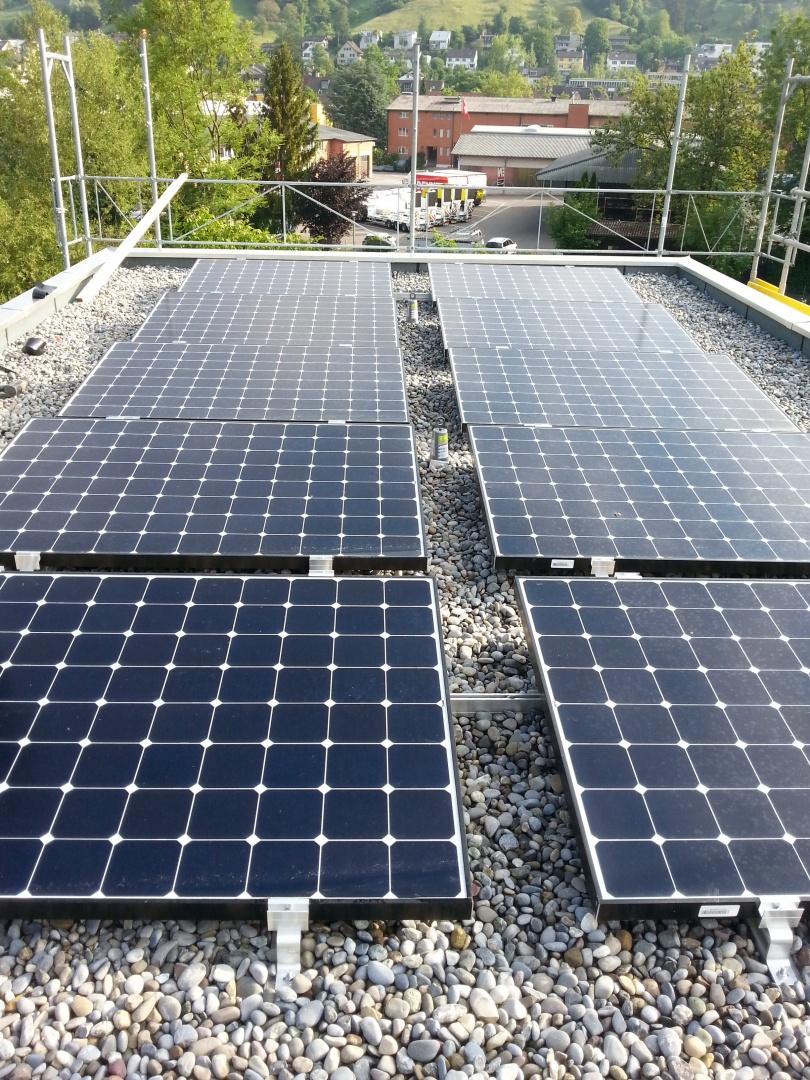 Solarzellen auf Flachdach © Binder Architektur AG