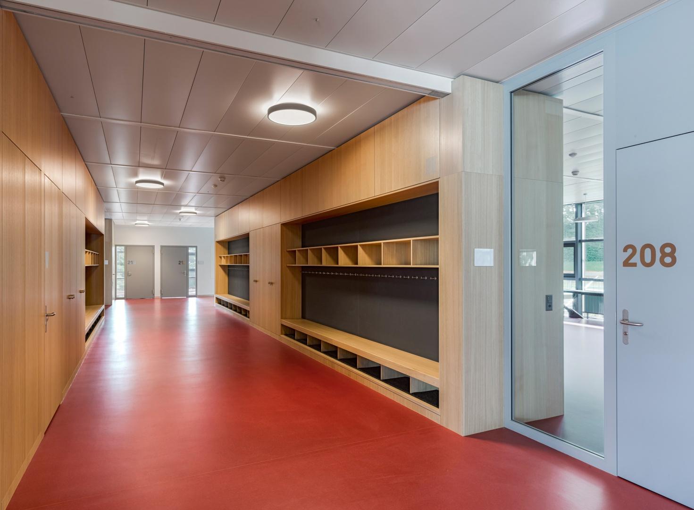 couloir avec vestiaires © Alexander Gempeler Fotograf SBF SWB Bern