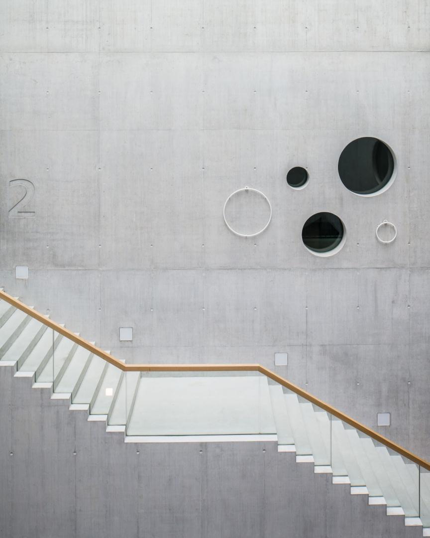 Atrium Treppe © Roman Keller