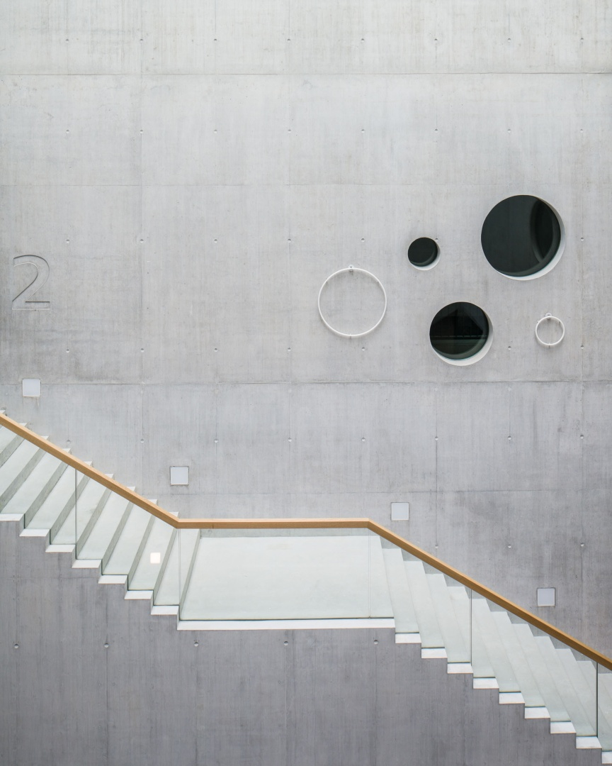 Atrium escalier © Roman Keller