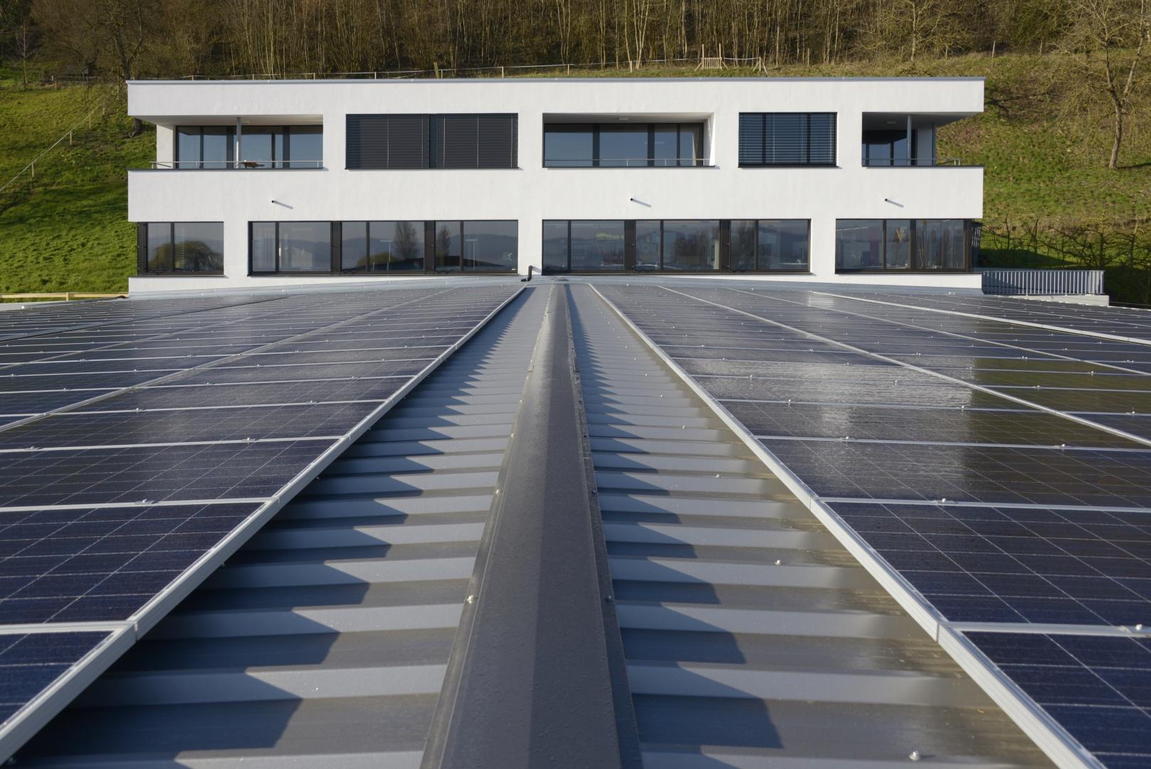Nordfassade mit Solaranlage © Wyss Architektur + Bauleitung GmbH