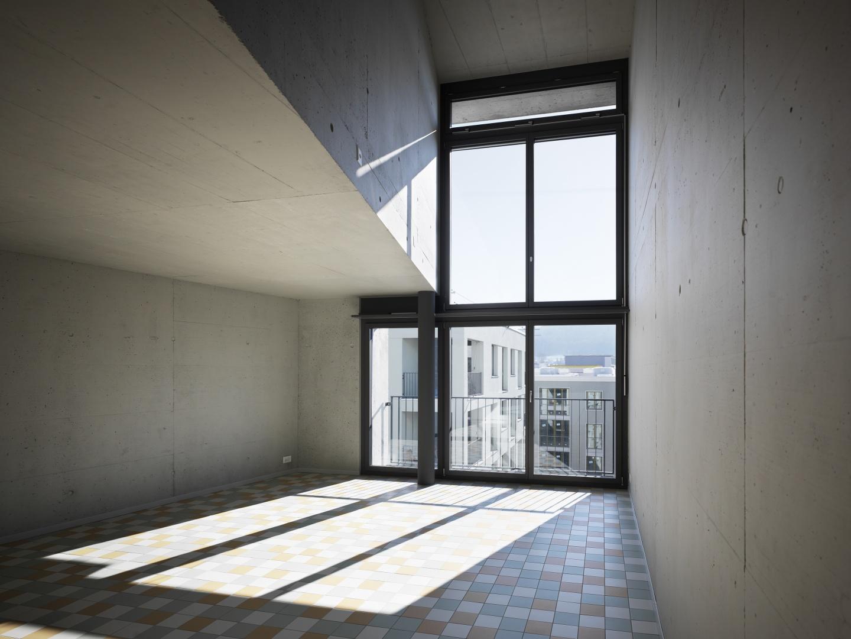 Doppelgeschossiger Wohnraum © Andrea Helbling