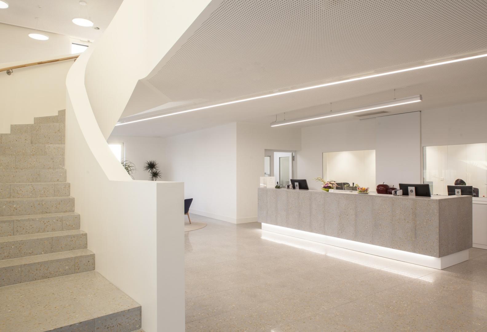 Hôtel des patients, desk de la récpetion  © Brauen Wälchli Architectes, Marc Schellenberg