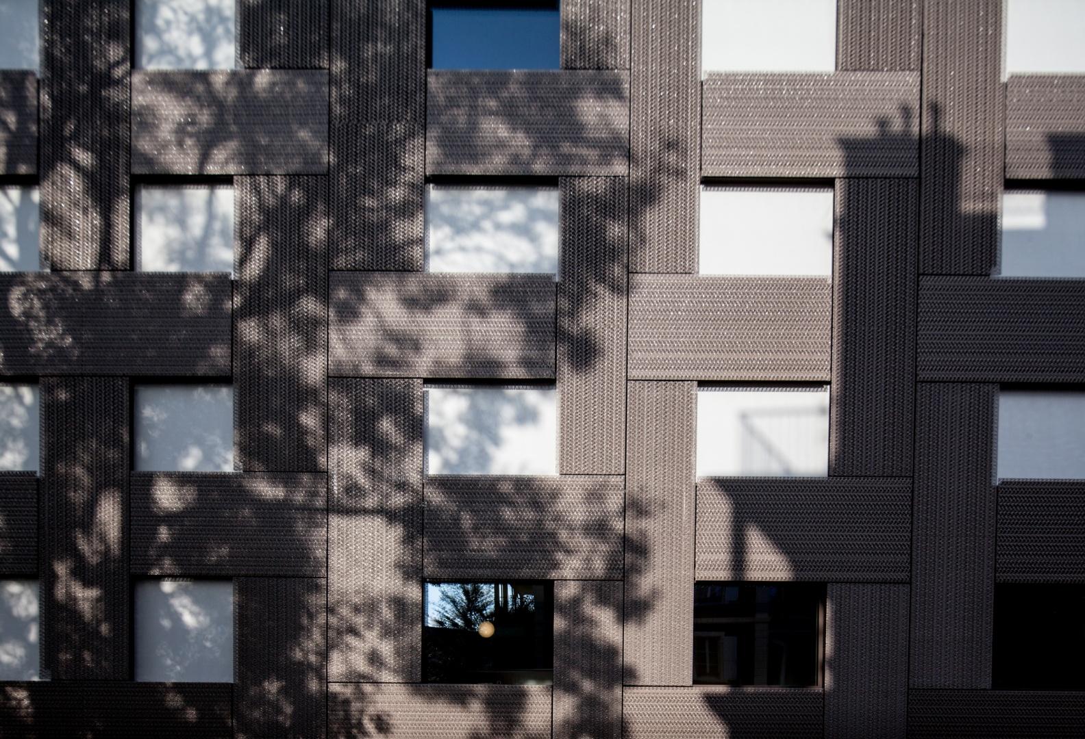 Hôtel des patients,  détail de la façade © Brauen Wälchli Architectes, Marc Schellenberg