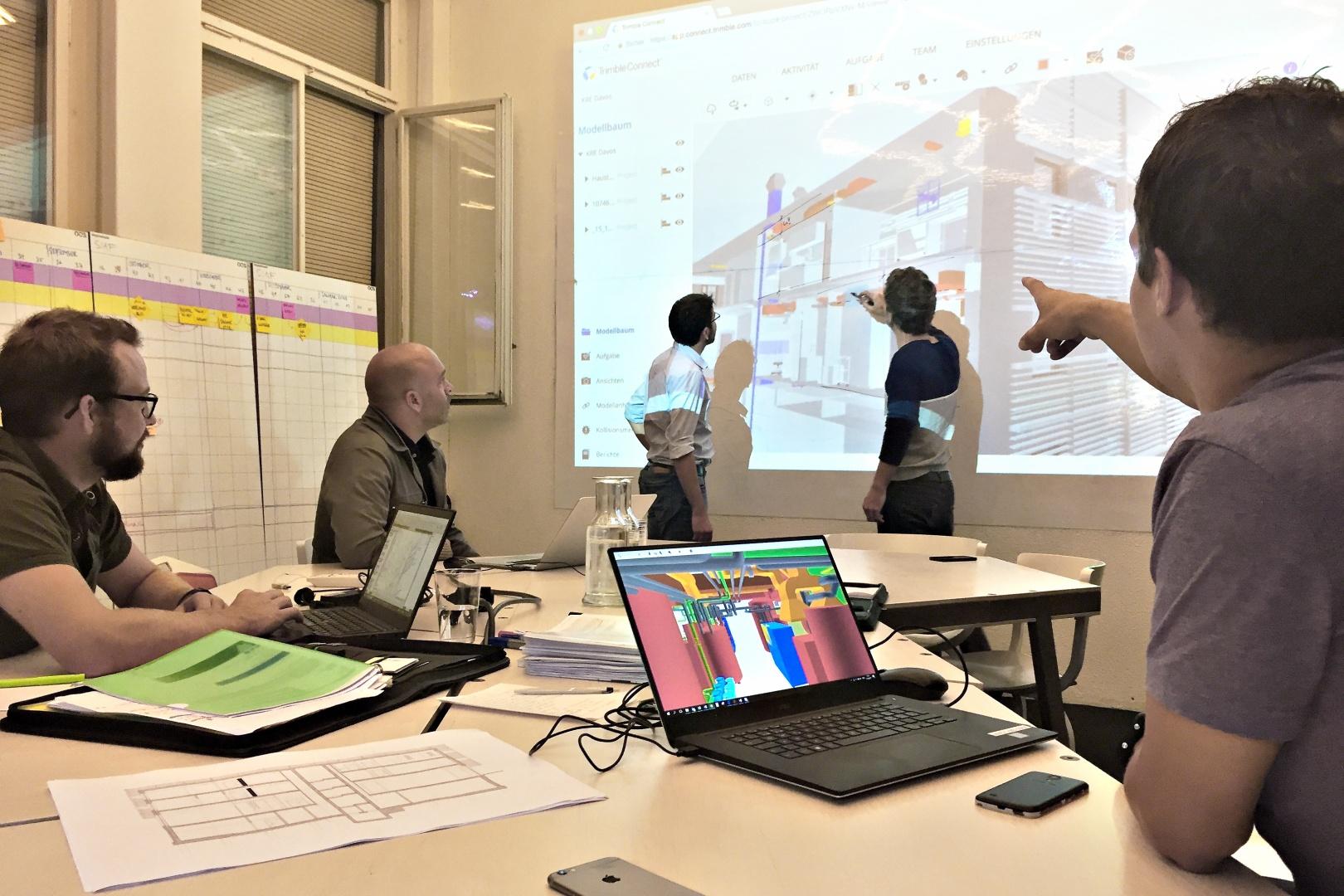Koordinationssitzung mit digitalem Bauwerksmodell © OOS AG