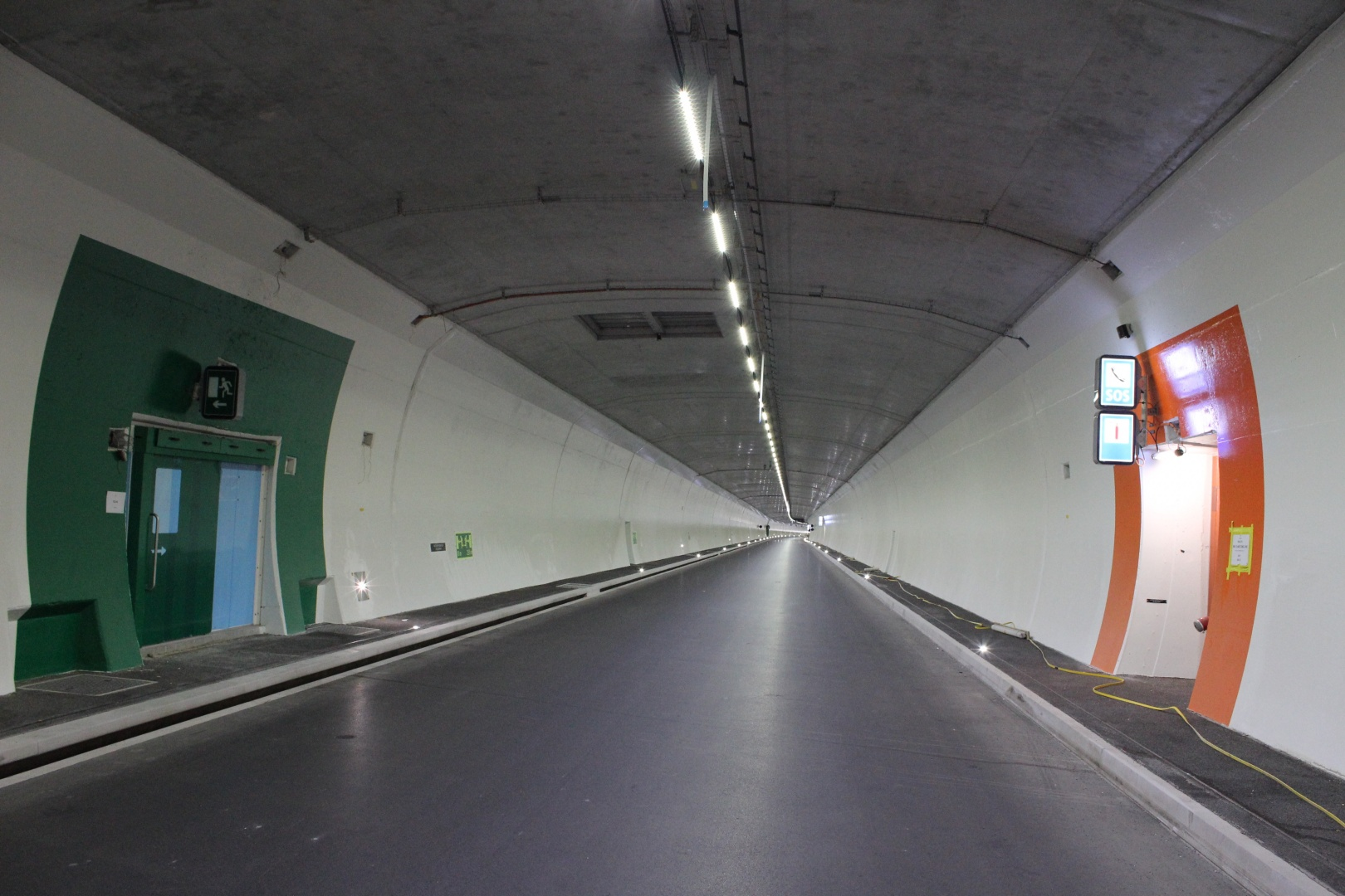 Tunnel -Strasse Innen © Salzmann AG IED Engineering