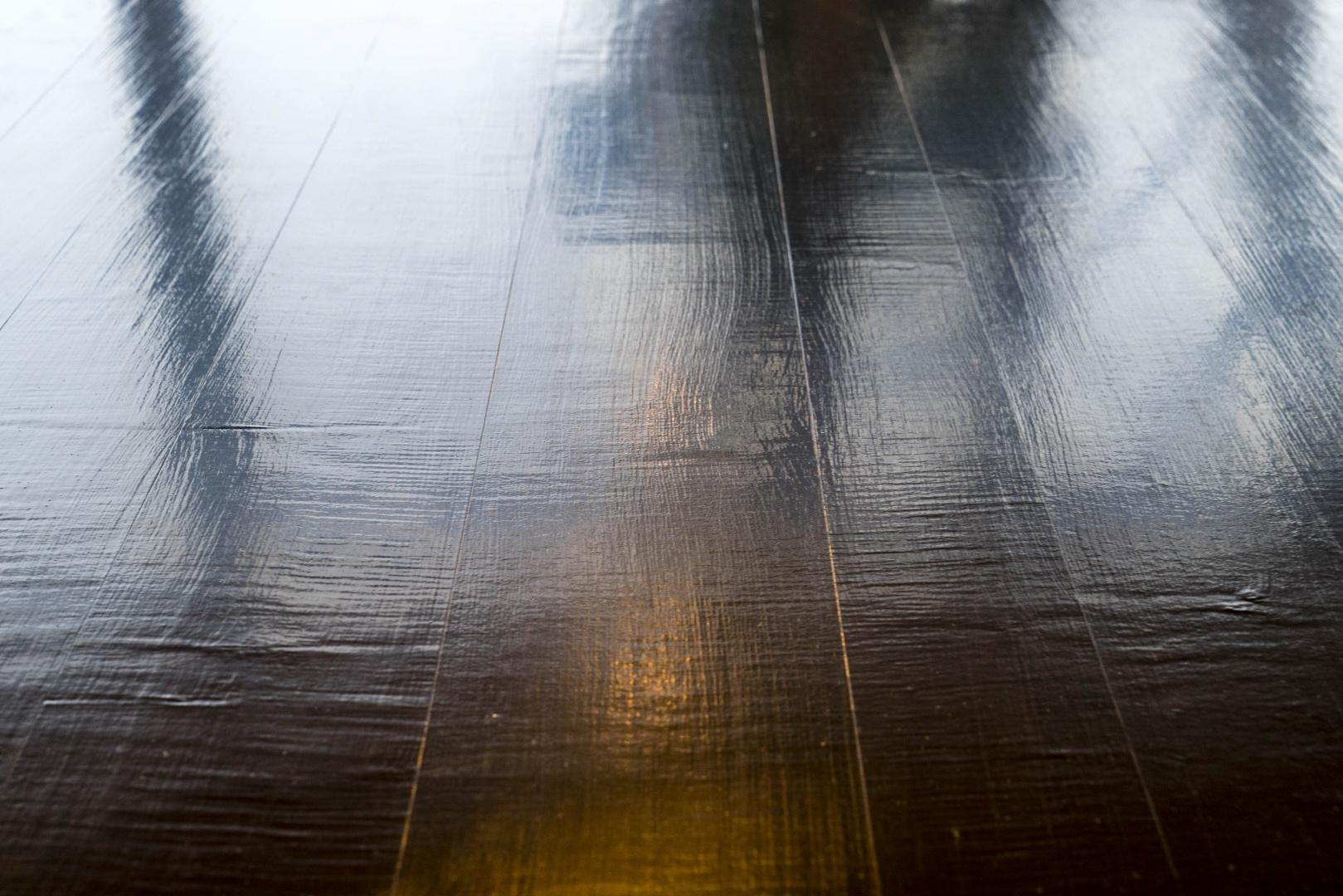 Foyer Künstlerhaus Boswil, Bar aus Urushi © Gian Salis Architektur GmbH