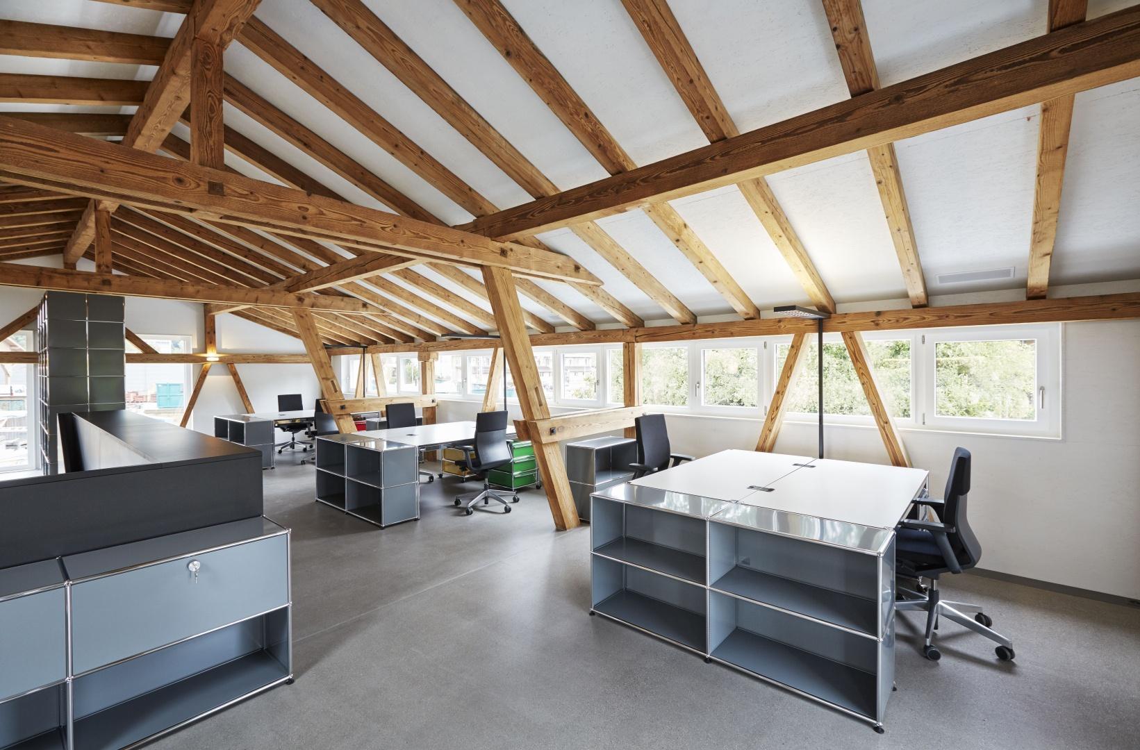 Conversion de la grange aux immeubles de bureaux et commerciaux © Fotowerk