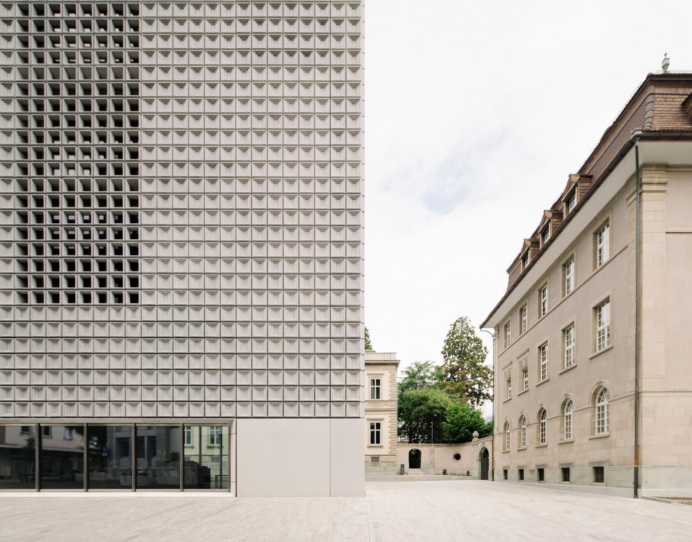Kontrast Neubau und Bestand © Simon Menges