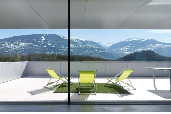 Intérieur - vue sur terrasse © Thomas Jantscher
