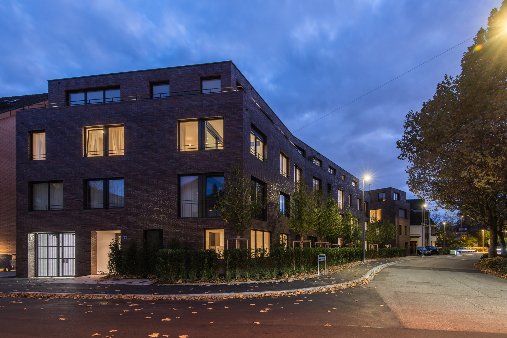 Ansicht bei Nacht von der Strasse © Ferrara Architekten AG