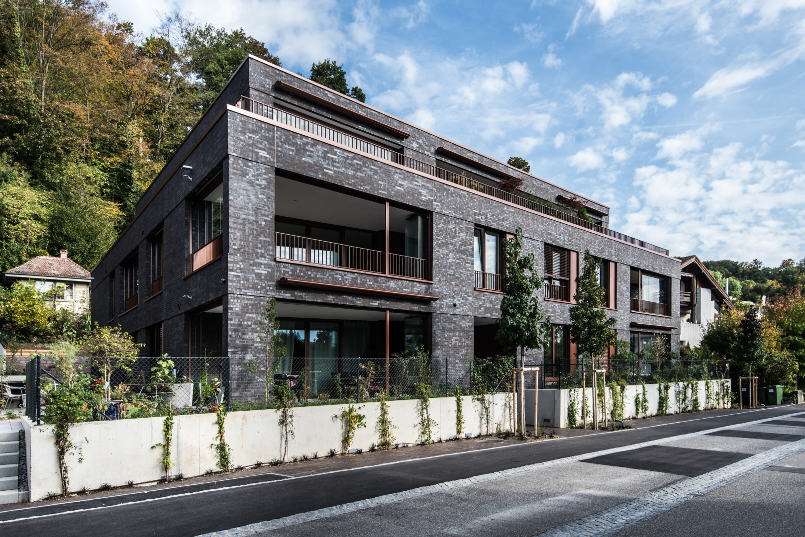 Neubau mehrfamilienhaus am waldrand schweizer for Mehrfamilienhaus neubau