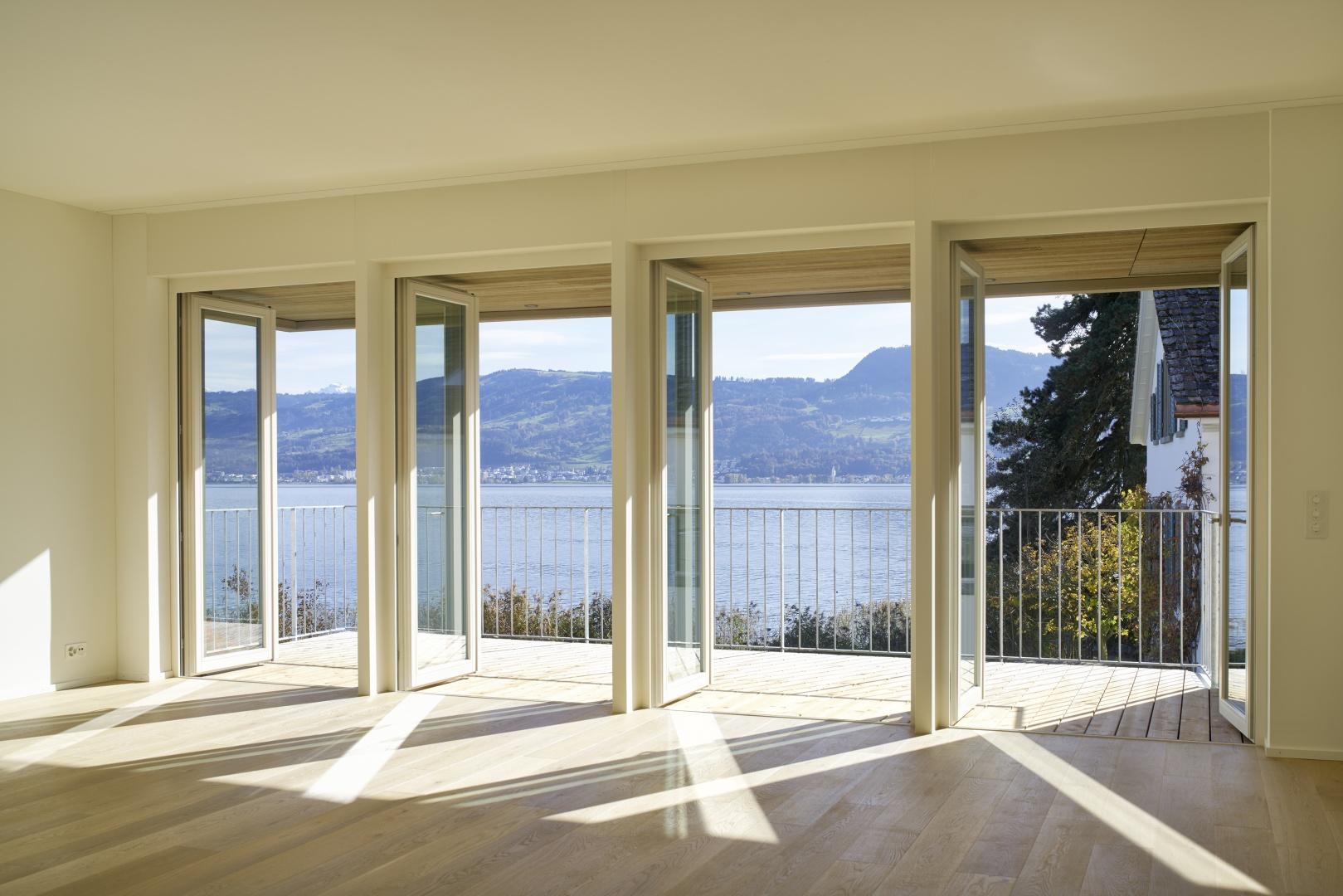 Balkontüren nach Aussen öffnend © Schindler Friede, Foto H. Henz