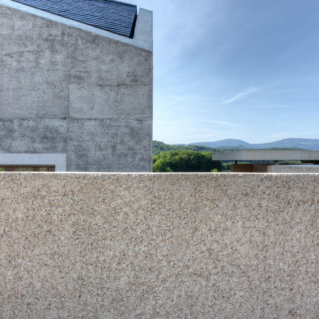 Fassadendetail mit Aussenmauer © KREN Architektur AG