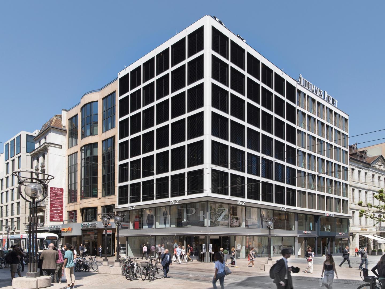Vue depuis l'angle Confédération/Fusterie - Stores fermés © Swen Sack, photographe, Lausanne