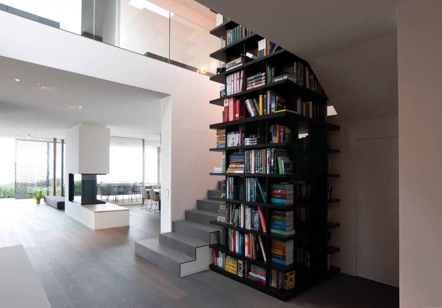 Wohnzimmer mit Bibliothek © ArchStudioArchitekten AG - Christian Fierz -  Claudia Boehm