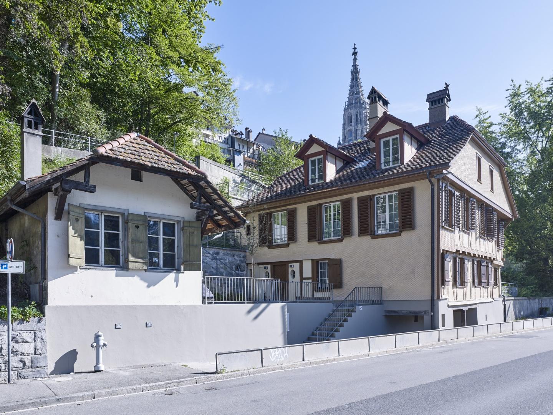 Wohnhaus an der Aare mit Dependenzgebäude © Rolf Siegenthaler Bern