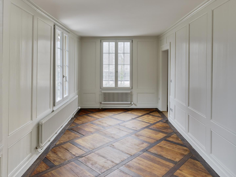 Esszimmer mit bestehenden Täfer und Parkett im Obergeschoss © Rolf Siegenthaler Bern