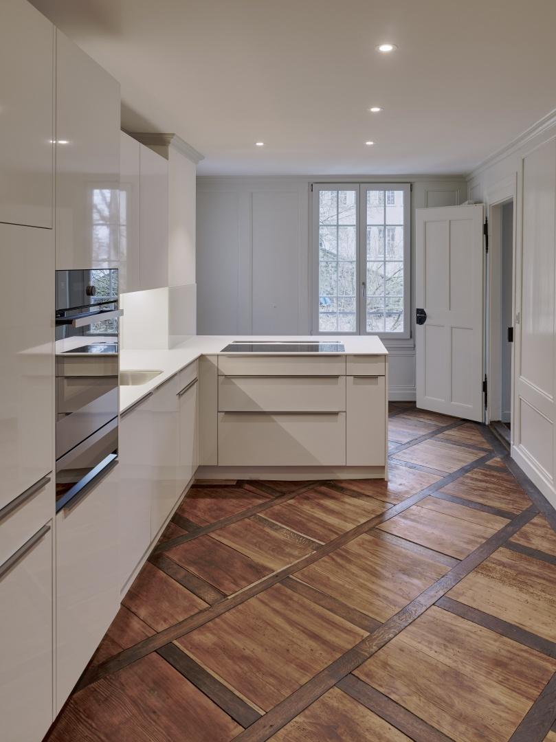 Neue eingebaute Küche mit Gartenzugang im Obergeschoss © Rolf Siegenthaler Bern
