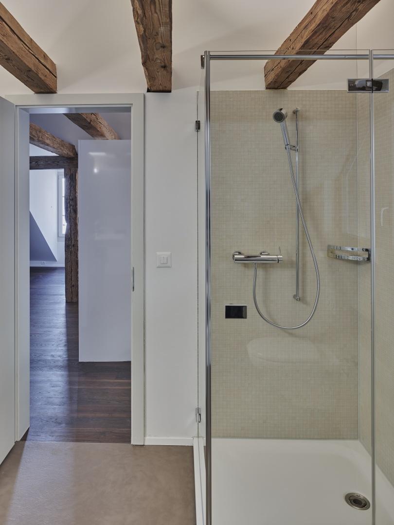Geräumig helles Bad im Dachgeschoss © Rolf Siegenthaler Bern