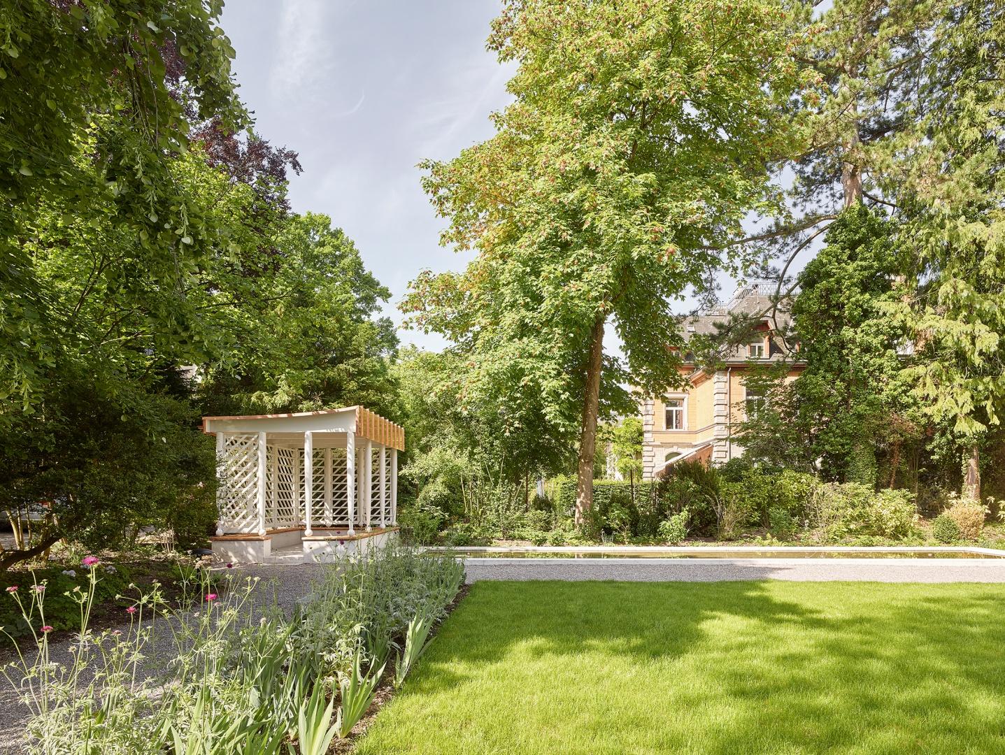 Signau_Garten mit Pavillon © Roland Bernath