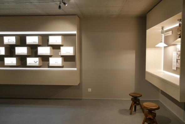 Musée sous-sol/ caissons de présentation en mdf peint © j & m steinfels architectes