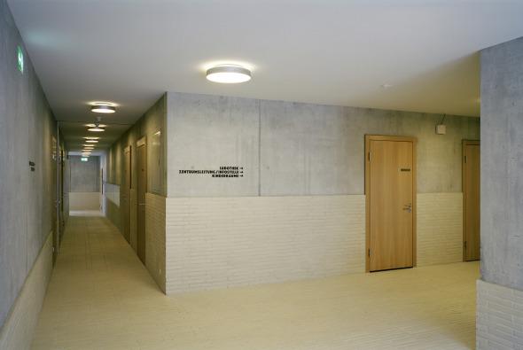 Korridor Richtung Ludothek und Infostelle © Foto: Andrea Helbling