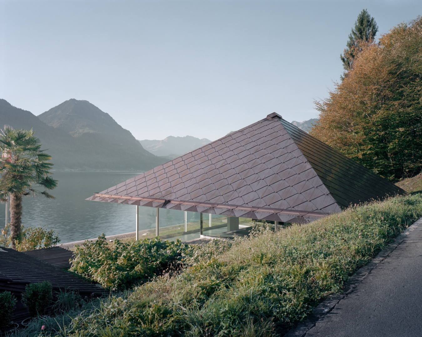 Haus mit zwei Stützen | Schweizer Baudokumentation