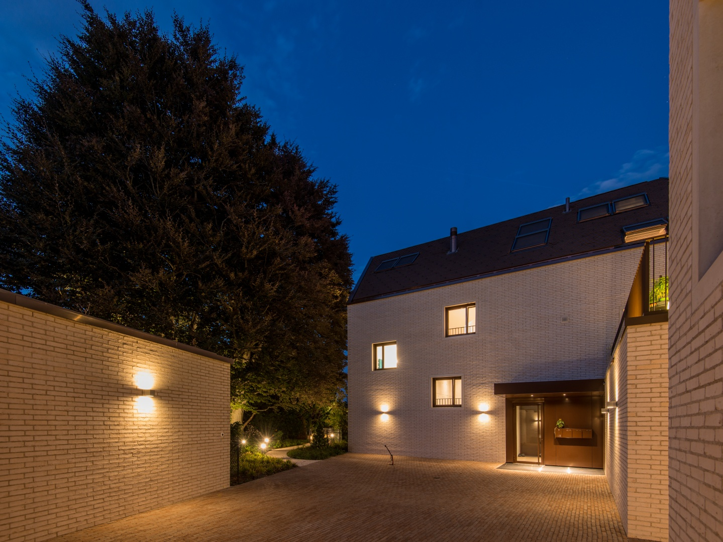 Innenhof bei Nacht © Ferrara Architekten AG