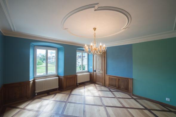 Blaues Zimmer mit originaler Nussbaumvertäfelung © Fotostudio Fischlin
