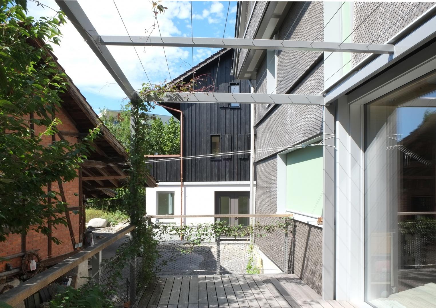 Gesamtansicht Hofanlage mit Schopf © Diego Zanghi, Binzstrasse 39, 8045 Zürich