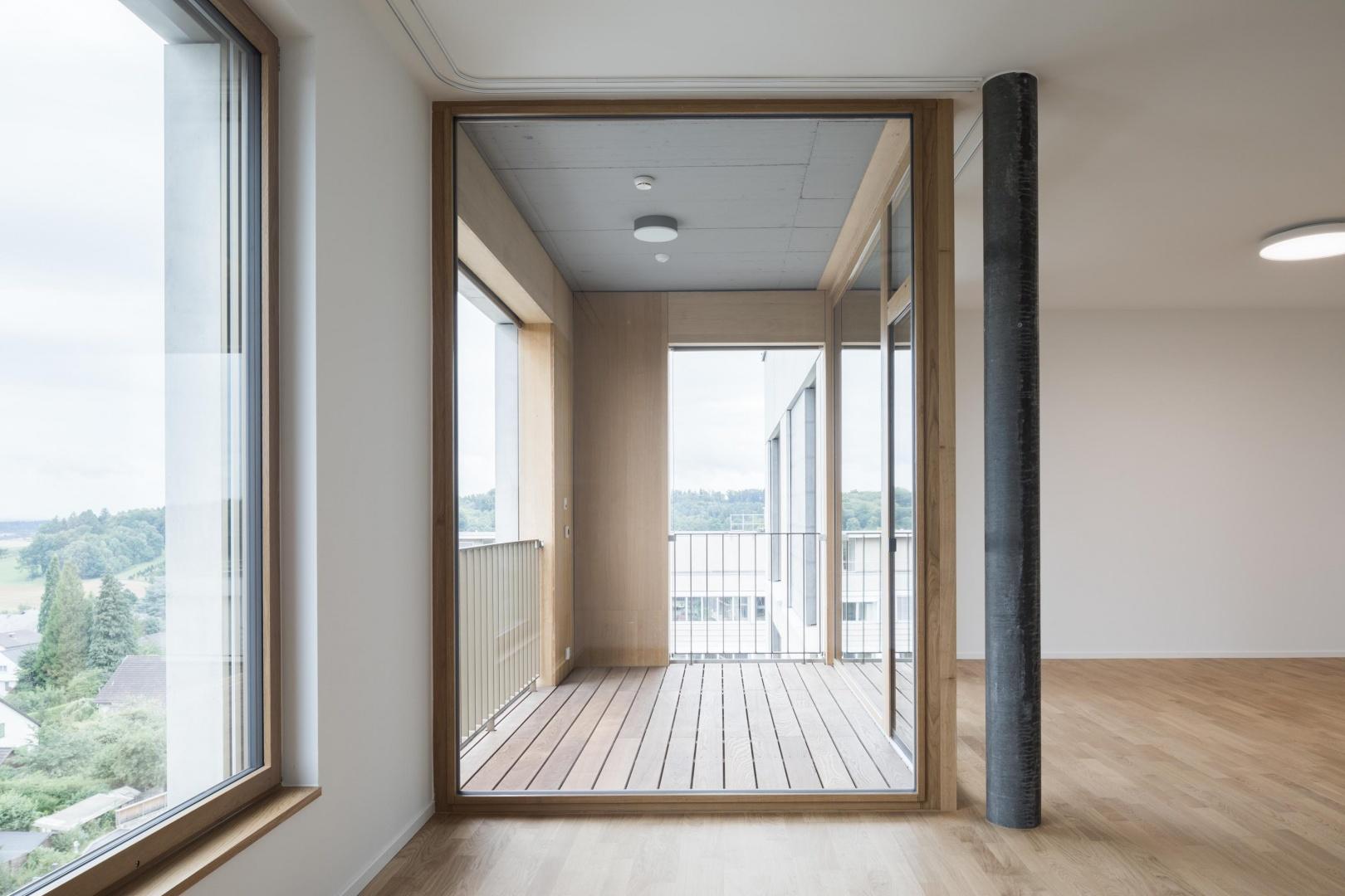 Balkon Alterswohnung © Architektur: Bob Gysin Partner BGP, Zürich; Fotografie: Dominique Marc Wehrli, Winterthur