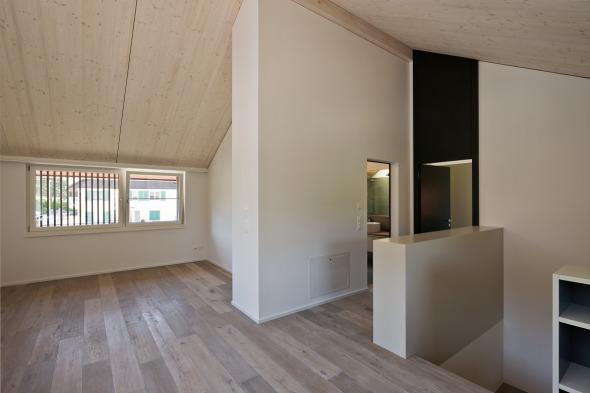 Bibliothek + Arbeitsbereich im OG © Giesser Architektur + Planung