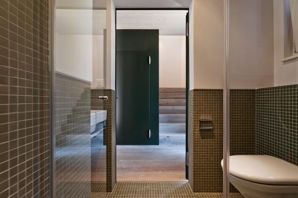 Gästebad EG, Blick ins Treppenhaus © Giesser Architektur + Planung