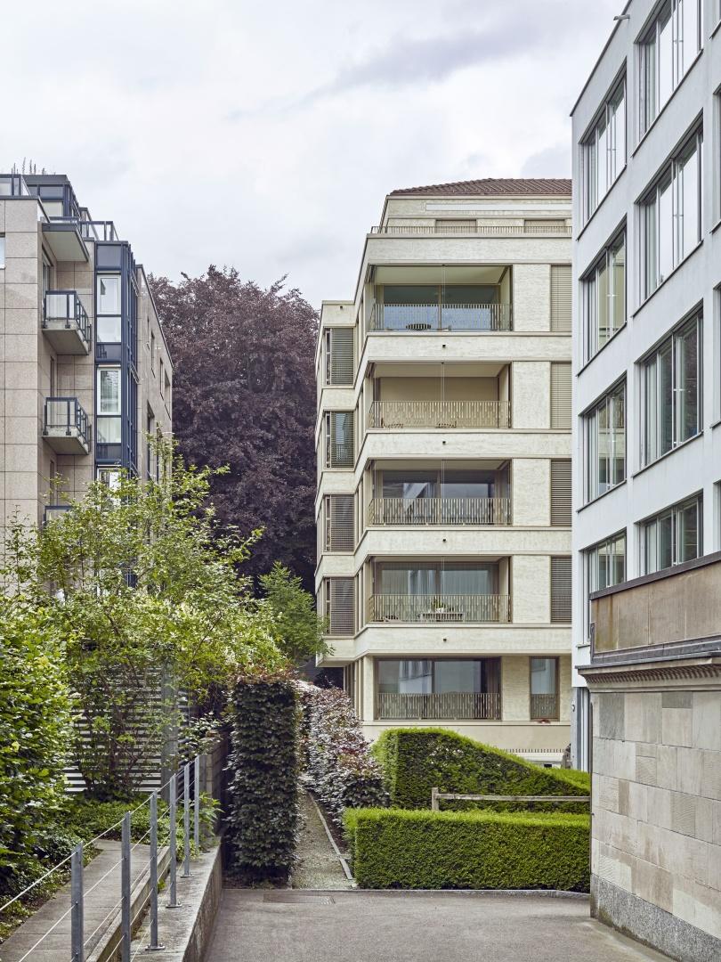 Fassade mit Loggia © Jürg Zimmermann, Frohalpstrasse 91, 8038 Zürich