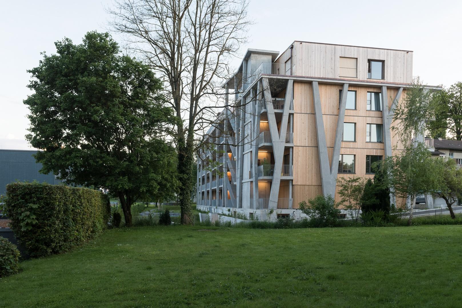 Nordfassade und Laubengang mit Aufzug © Christine Blaser, Bildaufbau, Sandrainstrasse 3 3007 Bern