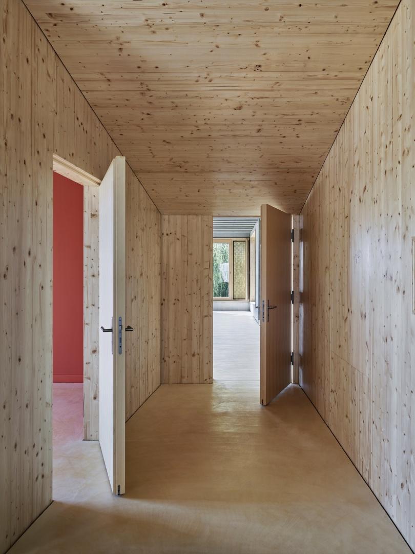 Zugang zu Gruppen- und Klassenraum © Damian Poffet