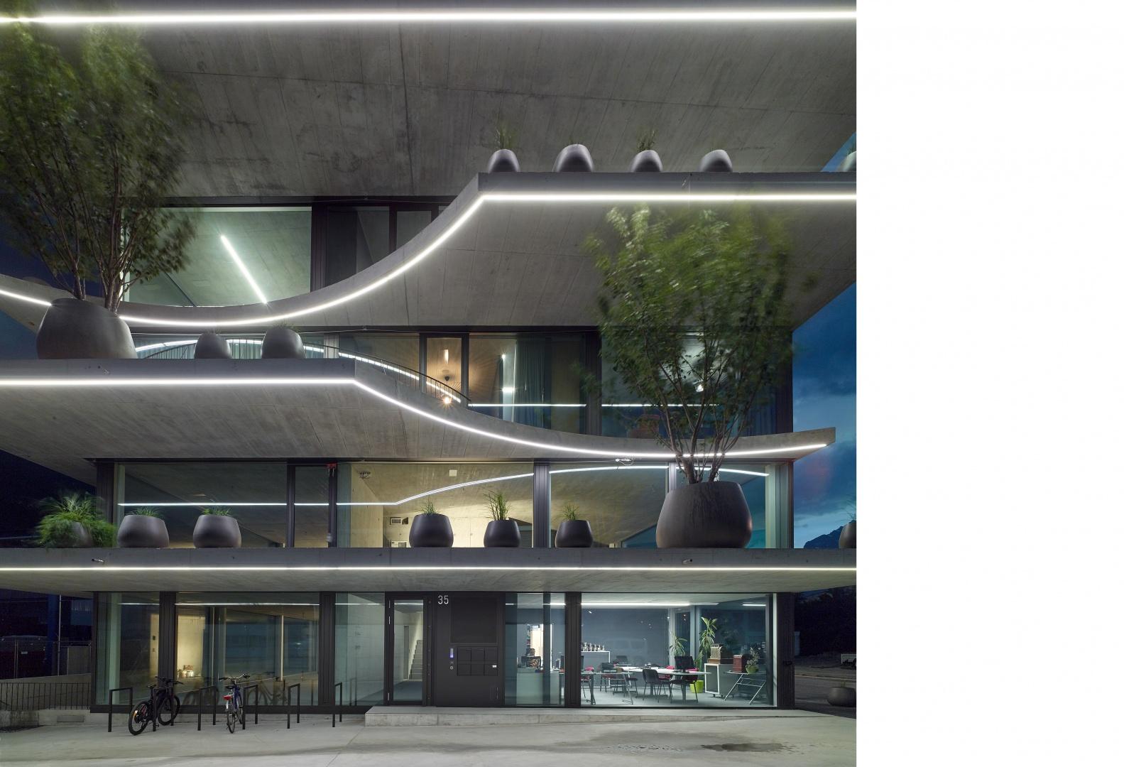 immeuble ronquos 35 est nuit © thomas jantscher