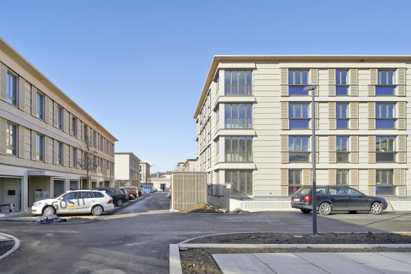 Reihenhaus- und Mehrfamilienhaustypen bilden den Städtebau © Jürg Zimmermann