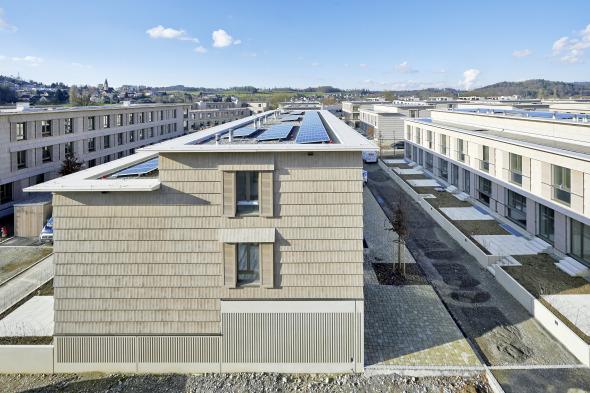 Eine Photovoltaik Anlage liefert den Strom für die Betreibung der Wärmepumpen © Jürg Zimmermann