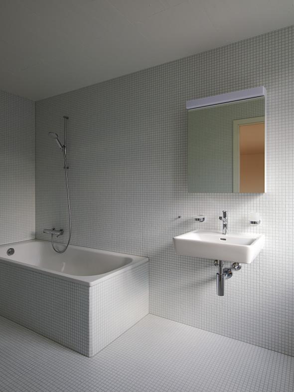 2,5 pièces en attique, salle de bain (photo michel bonvin) © Michel Bonvin
