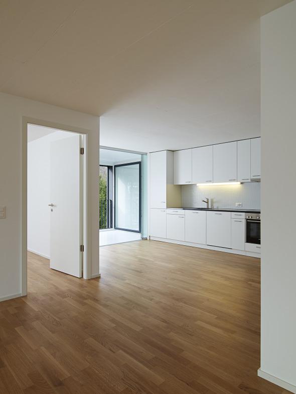4.5 pièces, cuisine ouverte dans l'espace jour © Michel Bonvin