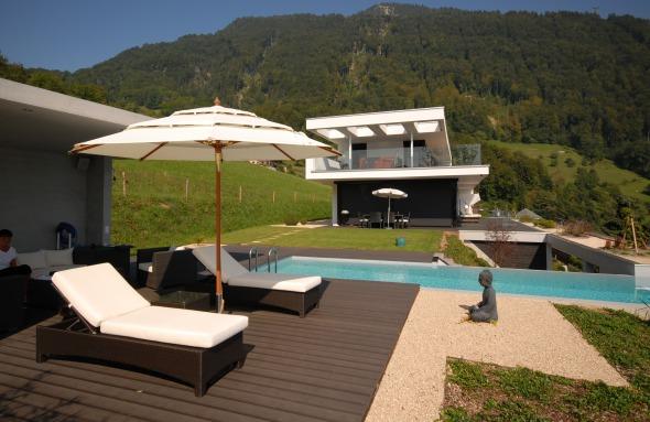 Pool mit Blick aufs Haus © Antonietty Architekten AG