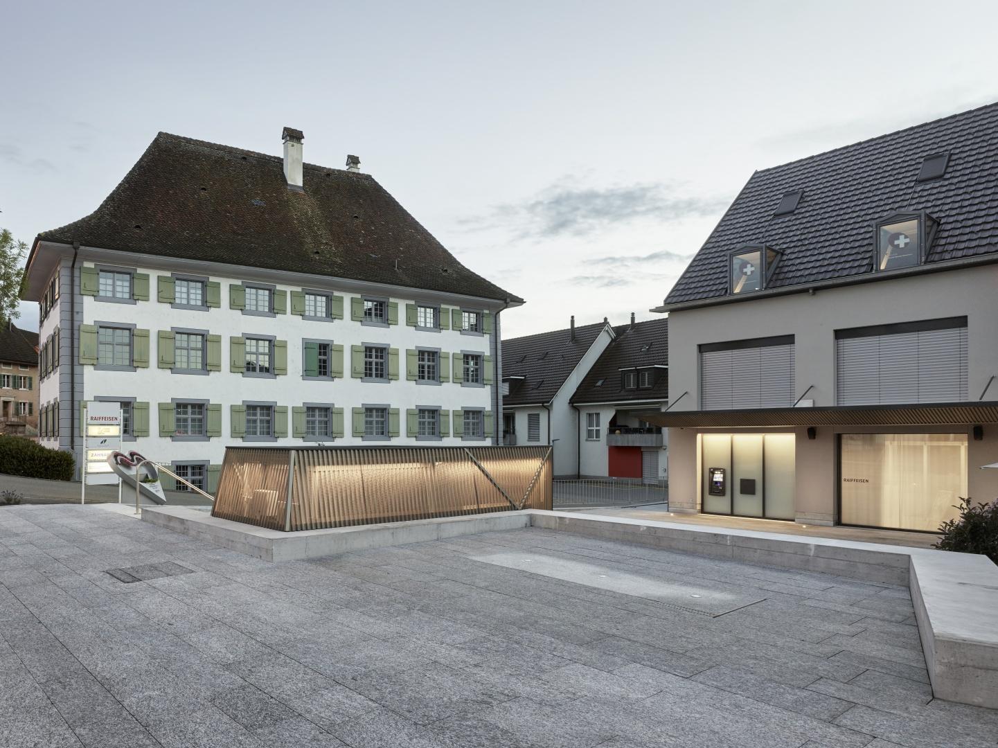 Strassenseitiger Platzteil und Kornhaus © Christian Beutler, Im Sydefädeli 3, 8037 Zürich
