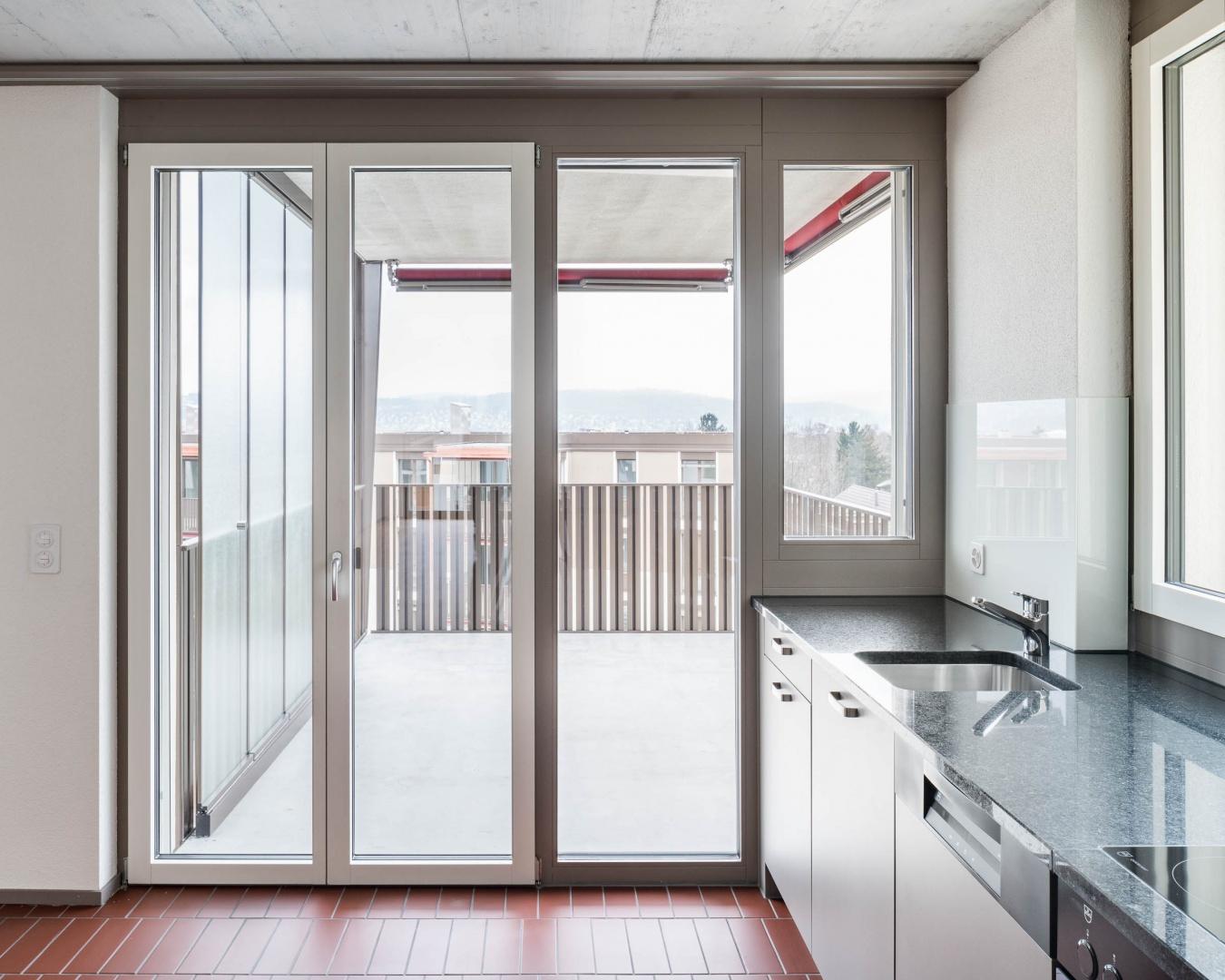 Küche mit Balkon © Foto: Roman Keller