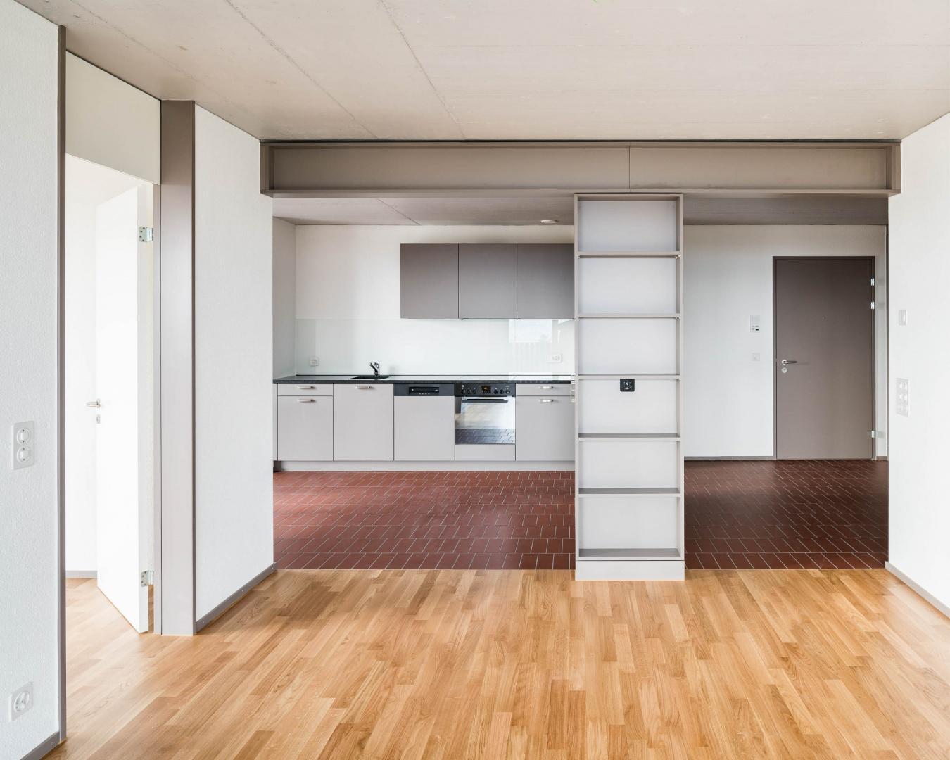 Wohnraum mit Küche © Foto: Roman Keller