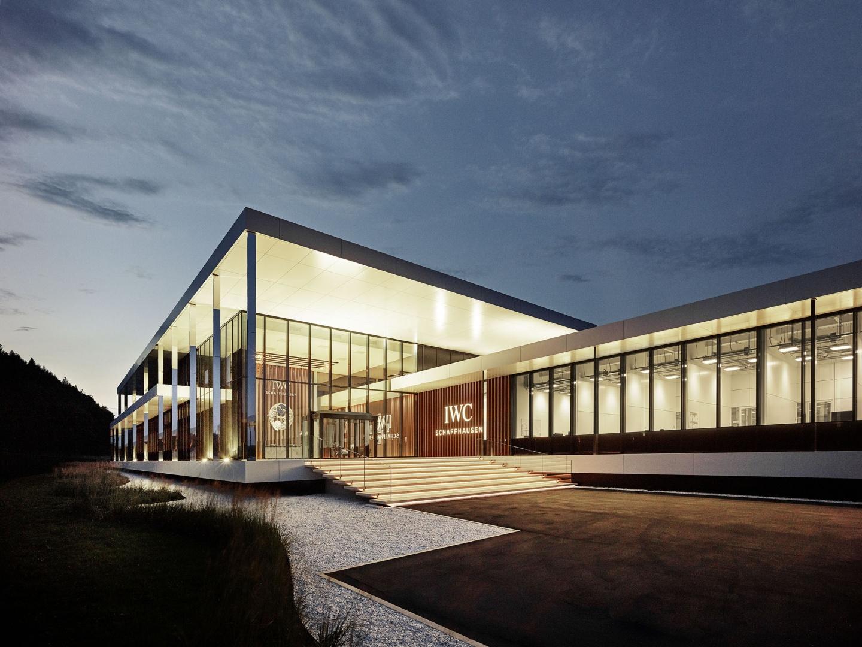 IWC Manufakturzentrum bei Nacht.  © Foto: IWC
